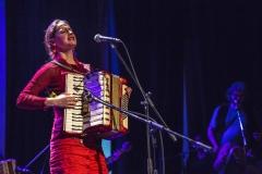 Pascuala Ilabaca tocando Acordeon